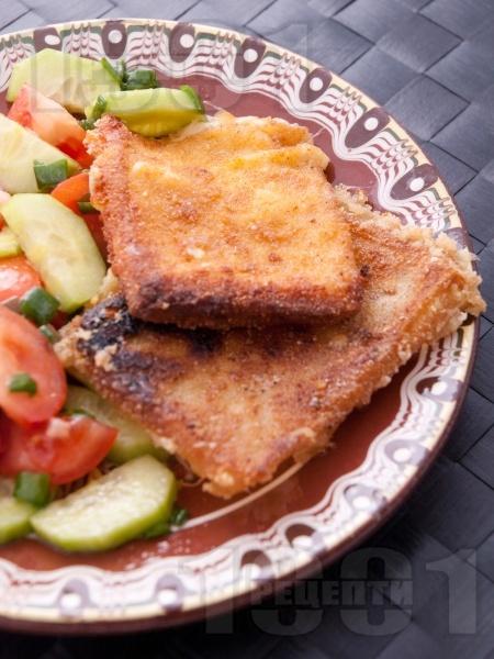 Класически кашкавал пане - паниран кашкавал в яйца, брашно и галета - снимка на рецептата